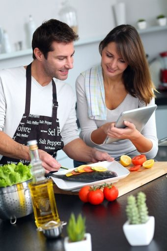 Couple-cooking-fish